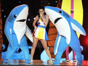Katy Perry performing at the Superbowl 2015 in Moschino